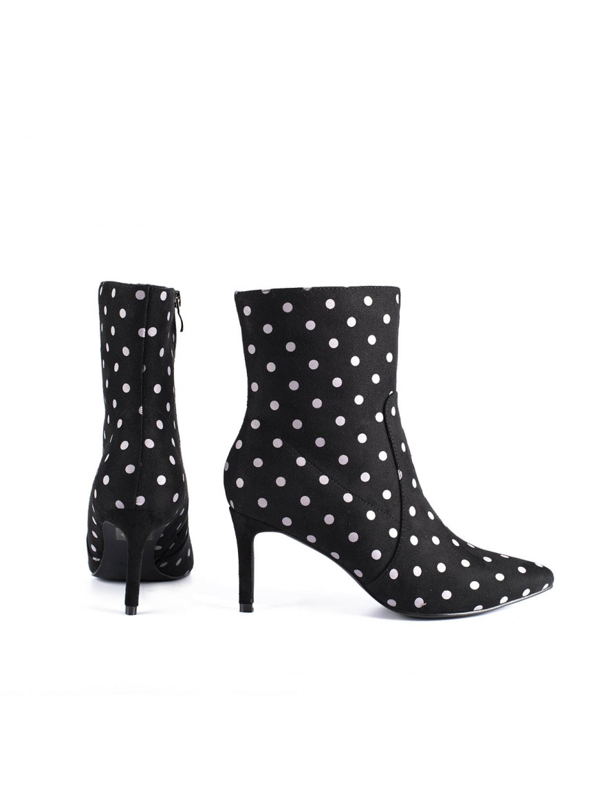 Dotted high heel pumps.